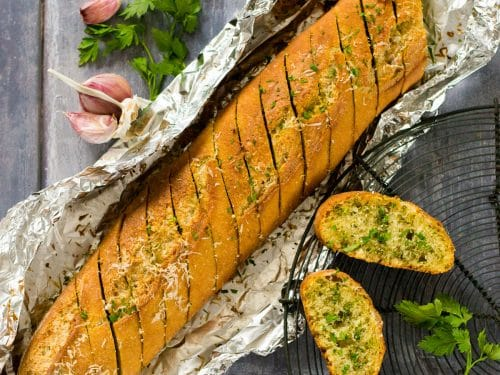 Easy Ways to Find out How to Cook Garlic Bread in Foil Bag