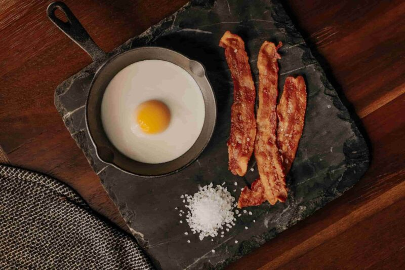 Step-by-step: How to cook bacon on a griddle perfectly and add more flavors to it