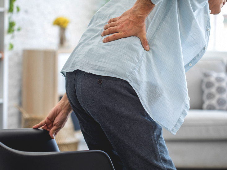 4612 Old man with back pain 732x549 thumbnail