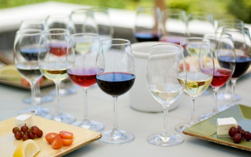 What are the basic rules when pairing food and wine