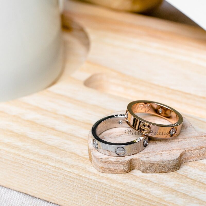 Minimalist engagement ring for the modern bride