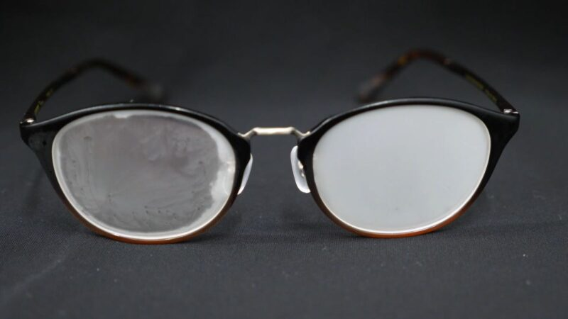 Knowing these 2 simple methods will help you remove a cloudy film from eyeglasses