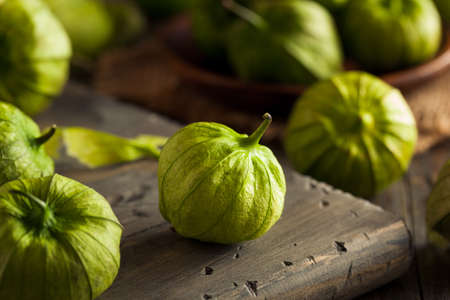 how to eat tomatillos