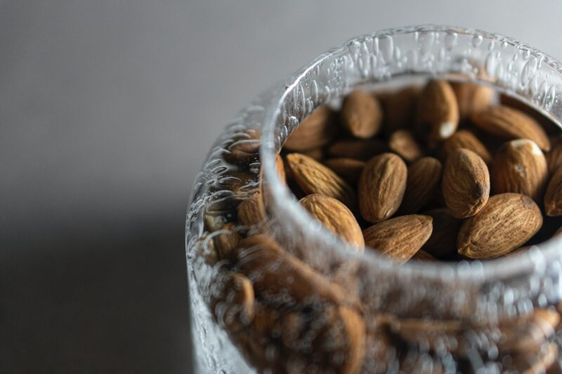 How many almonds to eat per day to gain weight