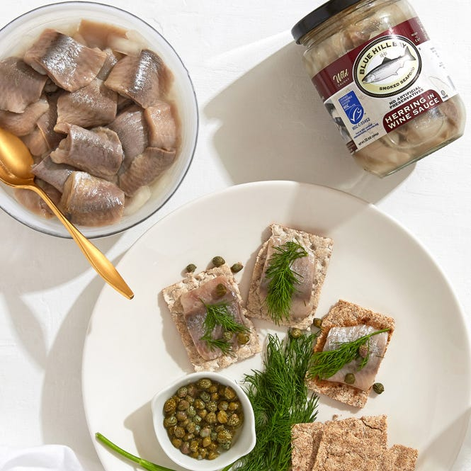 How to eat pickled herring in wine sauce?