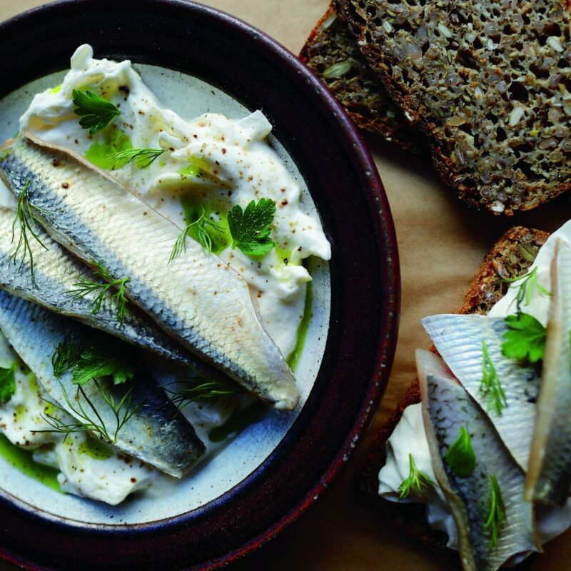 How to eat sour herring?