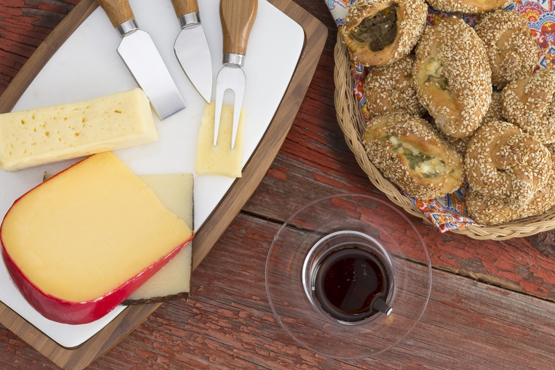 How to eat Gouda cheese