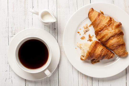 how to eat croissants