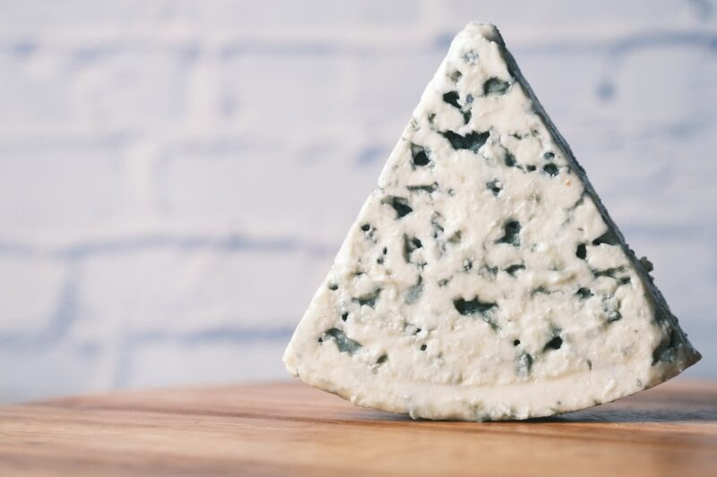 How is blue cheese made