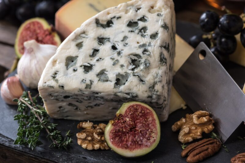 What does blue cheese taste like