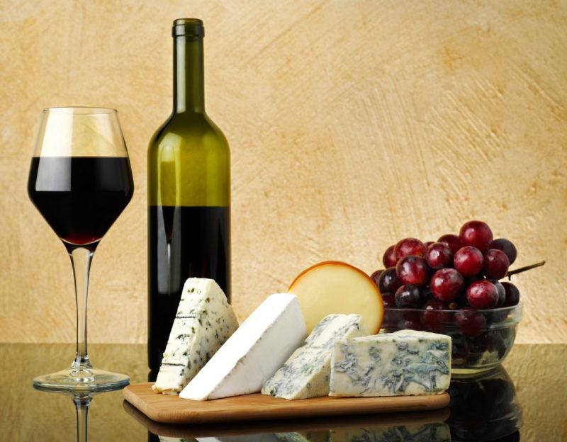 What kind of wine goes well with blue cheese