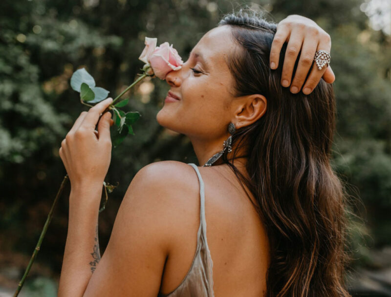 how to give off feminine energy