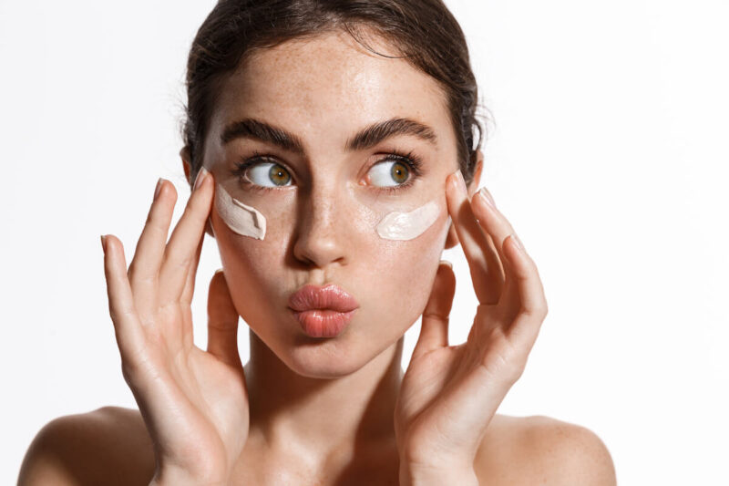Here's Exactly The Best Moisturizers to Use Retinol Without Killing Your Face