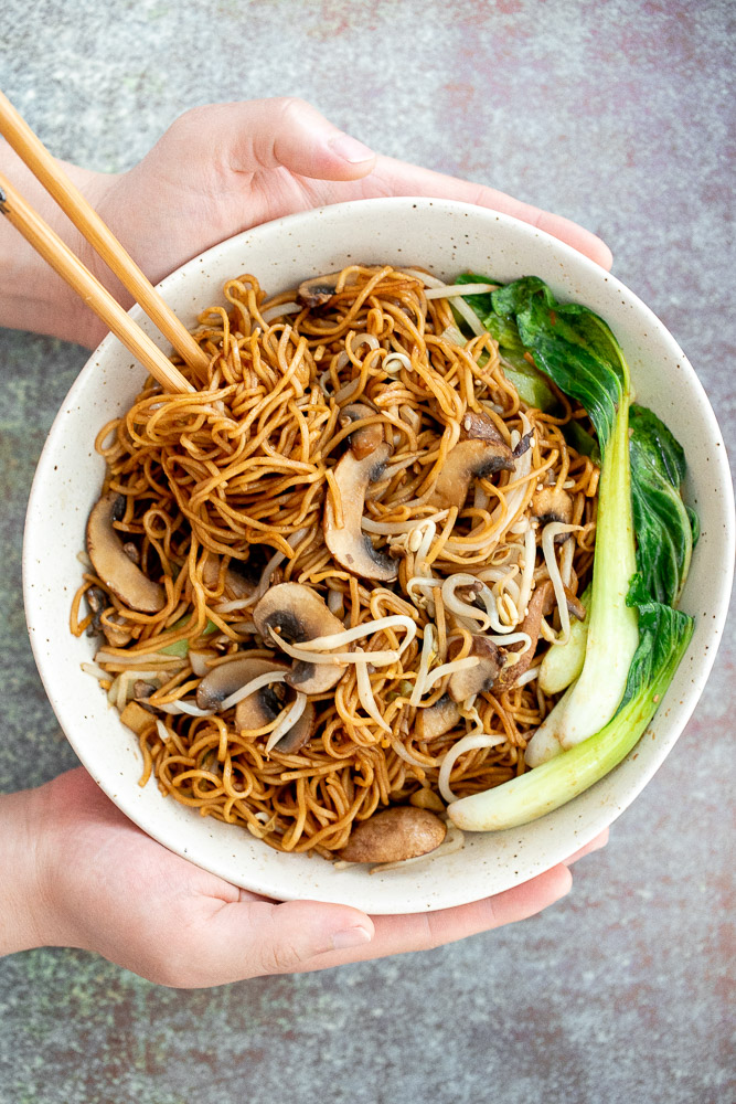 What is the difference between Lo Mein and Chow Mein